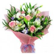 Букет из орхидей, роз, лилий