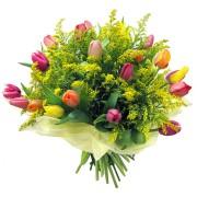 Букет с тюльпанами и зеленью