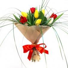 Тюльпаны с зеленью в бумаге